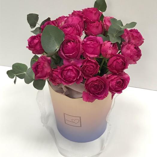 Букет пионовидных роз в сумке