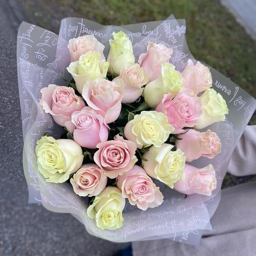 21 роза 60см белые и нежно-розовые