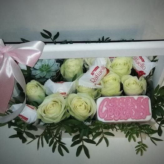 Композиция из роз, рафаэлло и ароматного мыла