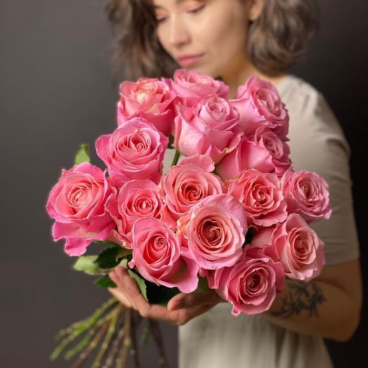 Розы персиково-розовые
