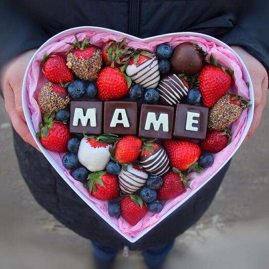 Коробка-серце с шоколадными буквами