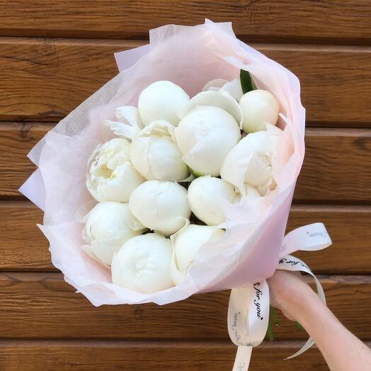 Flowers Lovers - 9 белоснежных пионов в оформлении
