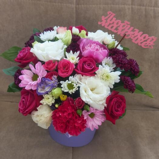 Цветы в коробке любимой мамочке