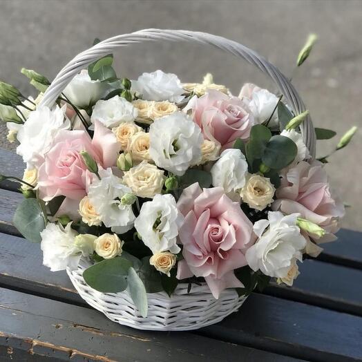 Корзина с цветами для любимой