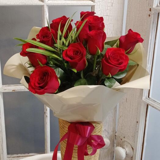 Невысокие красные розы