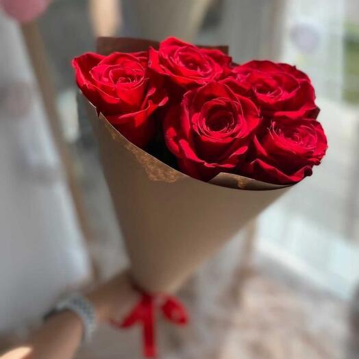 5 роз в крафте
