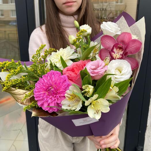 Букет с розой, орхидеей и георгином