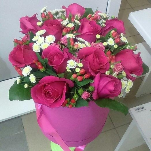 Малиновые розы в шляпной коробке: букеты цветов на заказ Flowwow