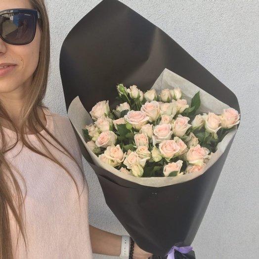 Кремовые кустовые розы: букеты цветов на заказ Flowwow
