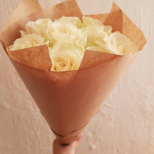 9 белых роз в крафте от Floristic World: букеты цветов на заказ Flowwow