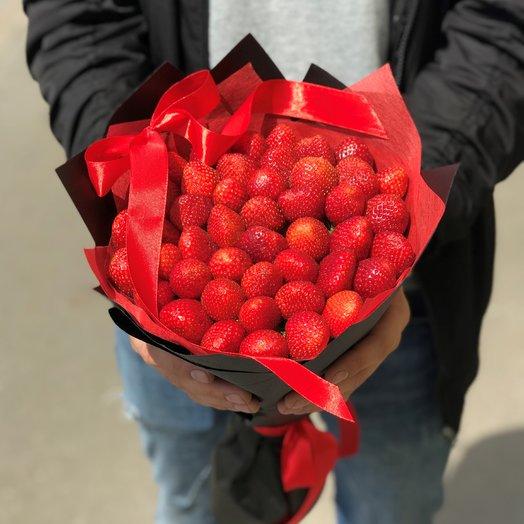 Букеты из фруктов. Клубника в букете. N131: букеты цветов на заказ Flowwow