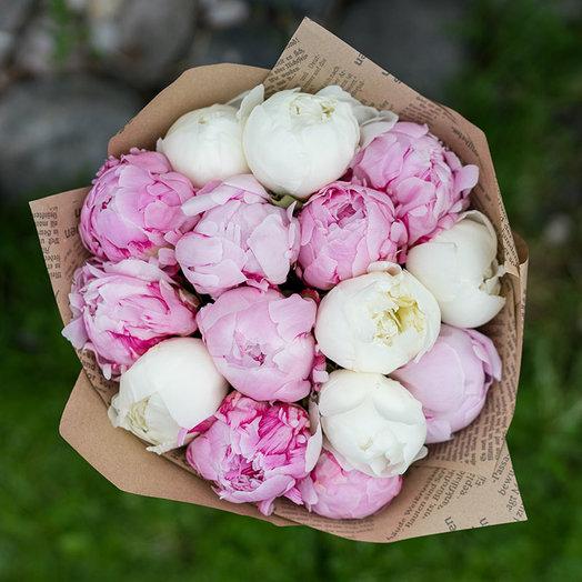 Букет из бело-розовых пионов: букеты цветов на заказ Flowwow