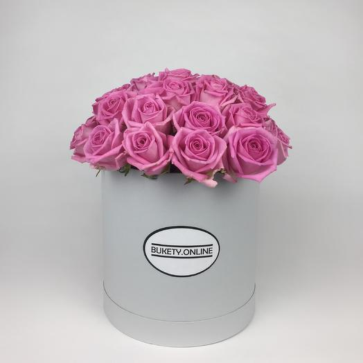 Розовые розы в шляпной коробке Standart White: букеты цветов на заказ Flowwow