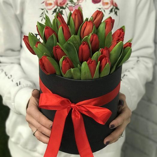 Коробка с цветами. Тюльпаны N364: букеты цветов на заказ Flowwow