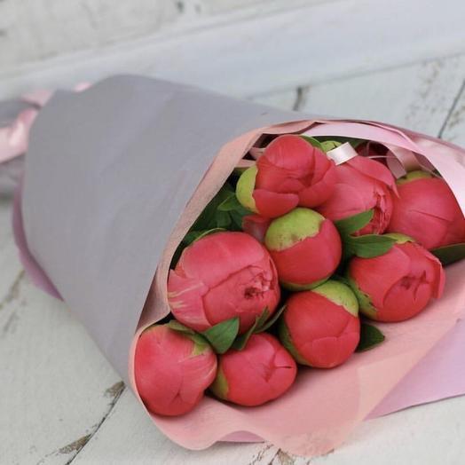 Малиновый пион: букеты цветов на заказ Flowwow