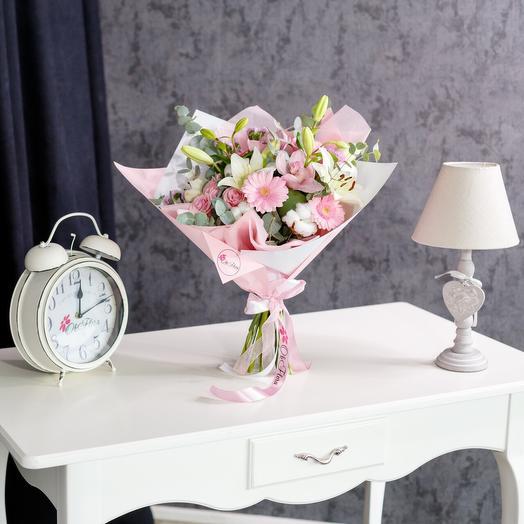 Бело-розовый букет с премиум доставкой: букеты цветов на заказ Flowwow