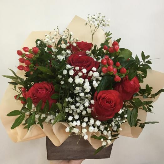 Ящик с розами: букеты цветов на заказ Flowwow