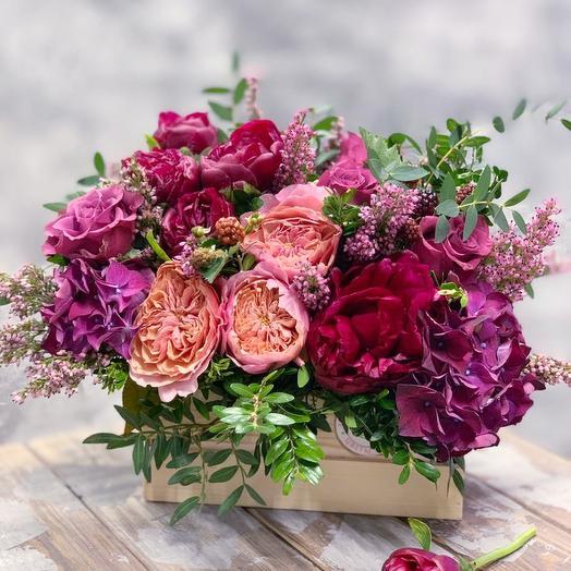 Композиция с пионовдными розами и гортензией: букеты цветов на заказ Flowwow