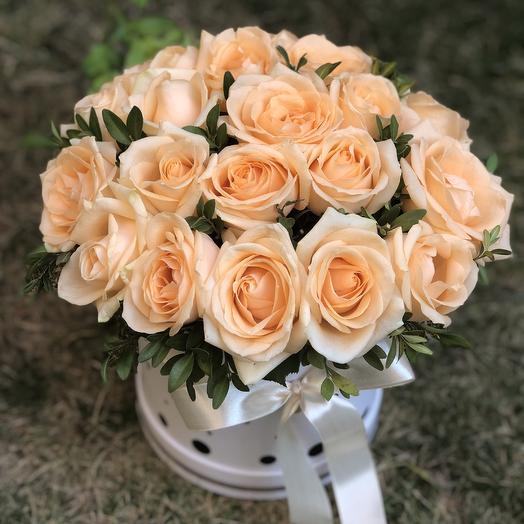 Шляпная коробка цилиндр с розами «Пич»