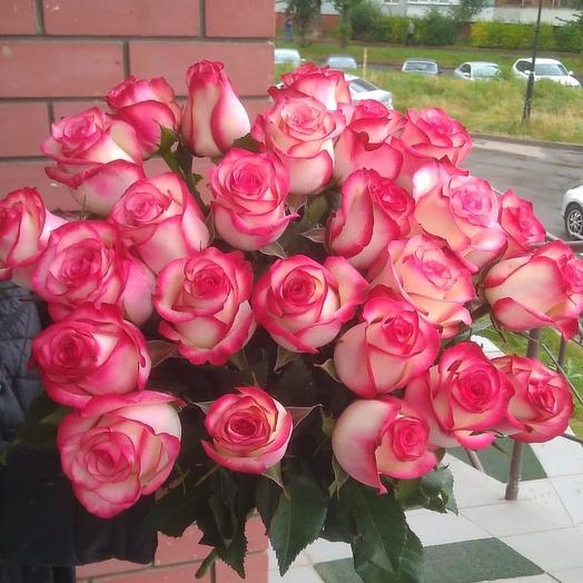 Букет из 25 красивых роз🌹: букеты цветов на заказ Flowwow
