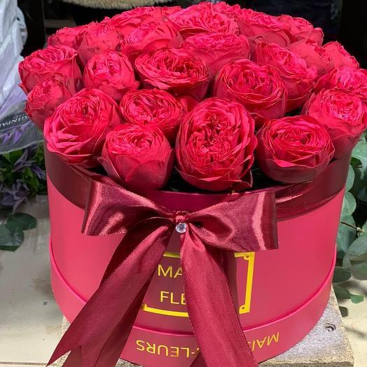 Пионовидные розы Дэвида Оустина в шляпной коробке: букеты цветов на заказ Flowwow