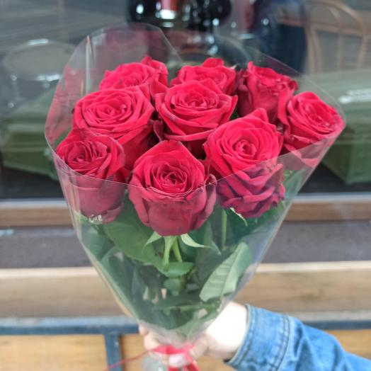 Classic 9 red roses in transparent packaging