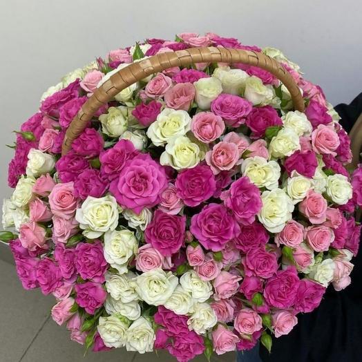 Корзина из кустовых роз микс