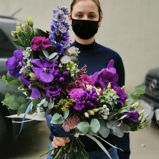 Фиолетовая орхидея и дельфиниум