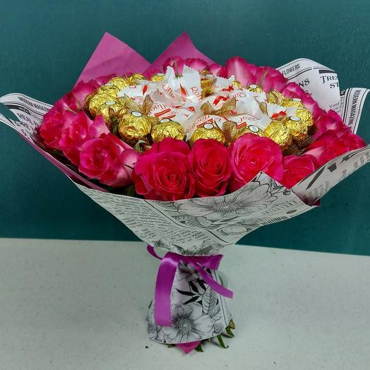 Розы с конфетами