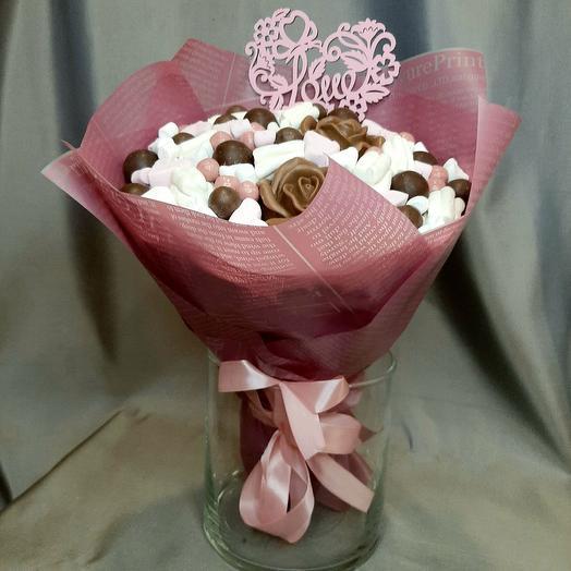 Букет с шоколадными розами и маршмеллоу