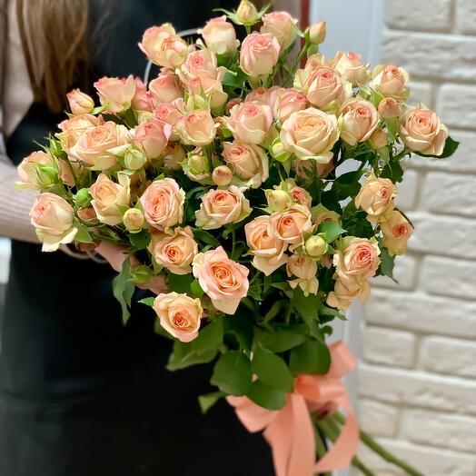 Букет из кустовых роз «Азор»