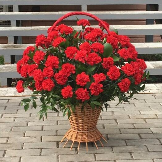 Корзина с цветами для возложения