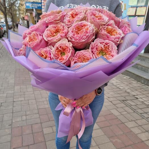 25 піоновідних троянд