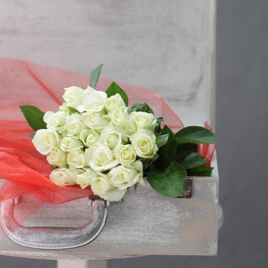 21 белая роза 25 см