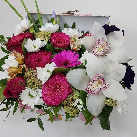 Цветы в коробке премиум