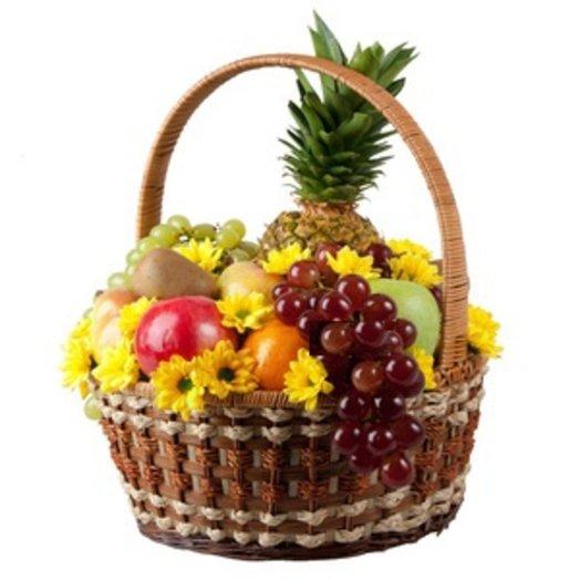 Корзина фруктов с хризантемой