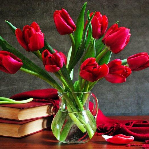 Букет из 9 красных тюльпанов: букеты цветов на заказ Flowwow