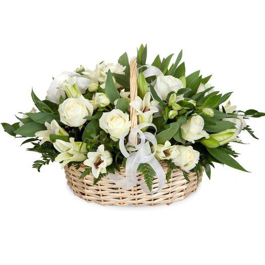 Корзина из лилии Горный хрусталь: букеты цветов на заказ Flowwow