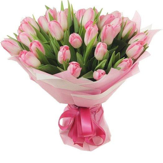 Букет Опять 35! в розовом из тюльпанов Код 170045: букеты цветов на заказ Flowwow