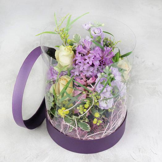 Композиция из гиацинтов маттиолы и мимозы в шляпной коробке: букеты цветов на заказ Flowwow