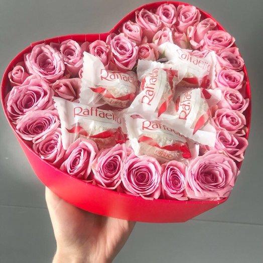 Коробочка сердце с конфетами Raffaello