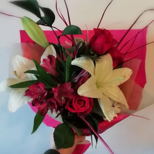 Букет с лилиями: букеты цветов на заказ Flowwow