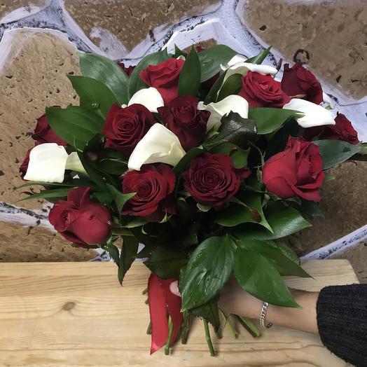 Букет из роз с каллами