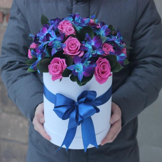 Розы и орхидеи в коробке: букеты цветов на заказ Flowwow