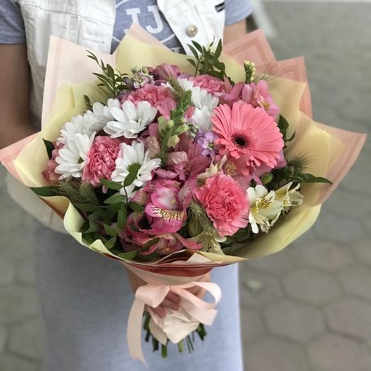 Романтичный букет с герберой в розовых тонах