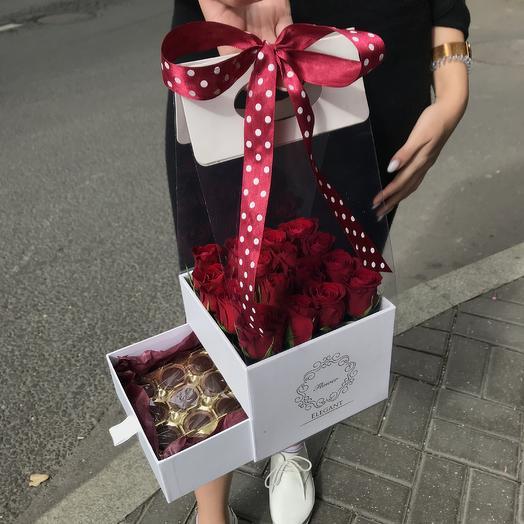 Стильная коробочка роз с шоколадным сюрпризом: букеты цветов на заказ Flowwow