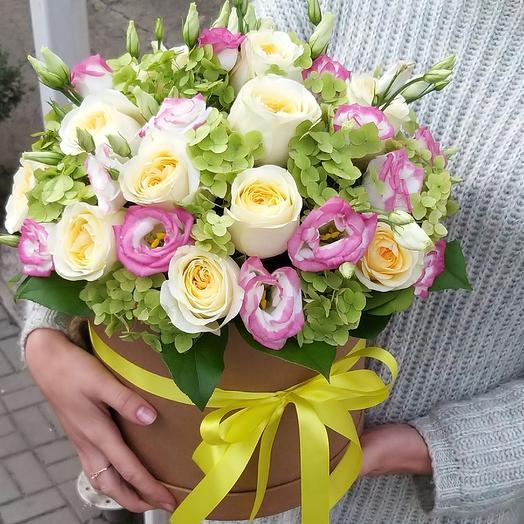Коробка, розы и эустома: букеты цветов на заказ Flowwow