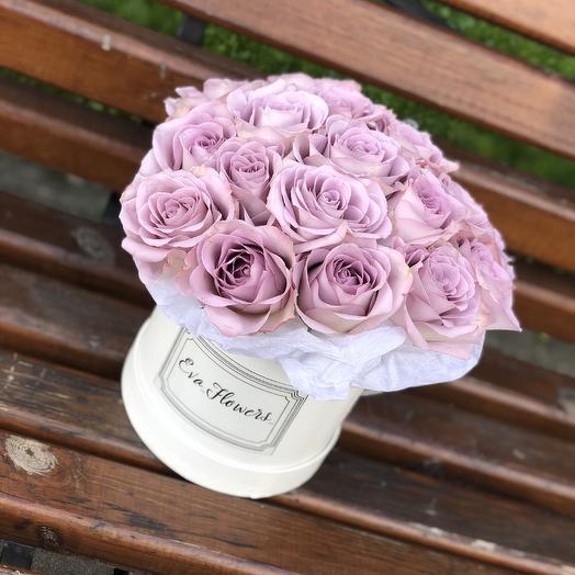 19 ароматных роз в коробочке