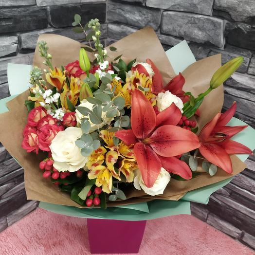 Букет с лилией,матиоллой и розами: букеты цветов на заказ Flowwow
