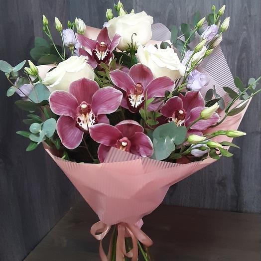 Букет Сборный из орхидеи,белых роз и эустомы